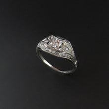 Load image into Gallery viewer, Antique Look Diamond Ring