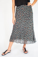 Load image into Gallery viewer, VICTOIRE Skirt with Leo Print