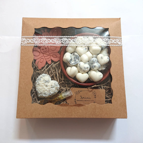 Gift set, gift box highly scented wax melts lavender and vanilla, terracotta butterflies ornaments, home deco home fragrance.