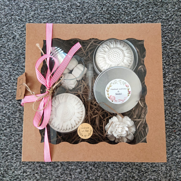 Gift set gift box idea plaster of Paris flowers diffusers, essential oils, home deco home fragrance.