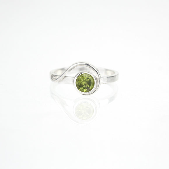 Spiral Ring with 5mm Peridot