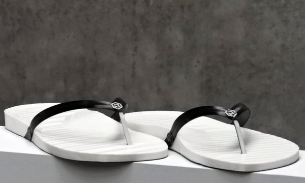 Retraction 3D Flip Flops
