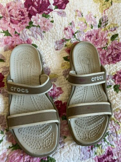 Crocs Women Tan Rubber Strappy Slip On Casual Sandals Sz 10