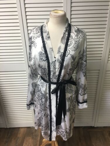 Apt. 9 Intimates Women's Size M/L 2 Piece Night Gown And Robe Set Silky Feel