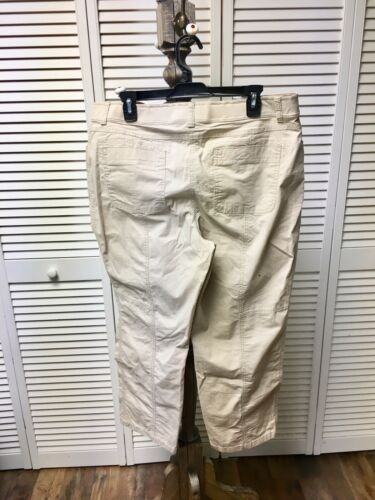 "Chico's Size 2.5 Women's White Pants 35"" Waist With Pockets And Zipper Closure"