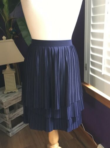 Banana Republic Women's Size 14 Navy Blue Skirt W/ Side Zipper Pleated Layers
