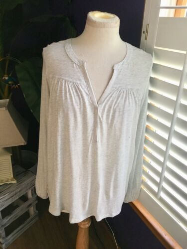 NEW Gap Women's Size Small Gray Long Sleeve Blouse V-Neck NWT