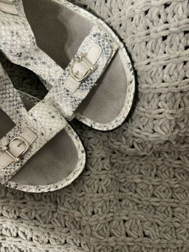 Womens Alegria Adjustable Strsp Faux Gray Snake Skin Sandals Sz39