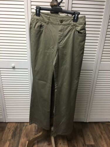 Chico's Size 0.5 Women's Green Pants With Pockets And Button/Zipper Closure