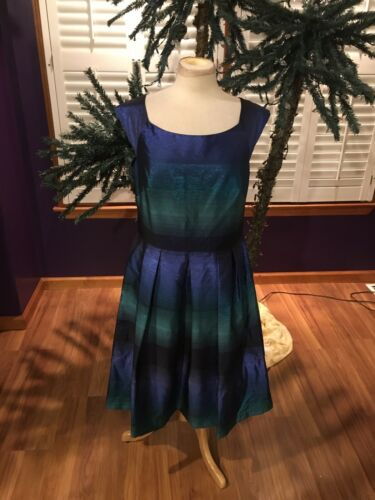 J Taylor Women's Size 14 Dress Blue And Green Flares at Bottom, Sleeveless