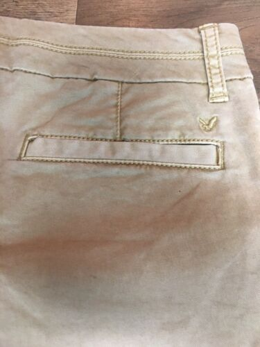 American Eagle Women's Size 0 Midi Stretch Beige Khaki Shorts With Pockets