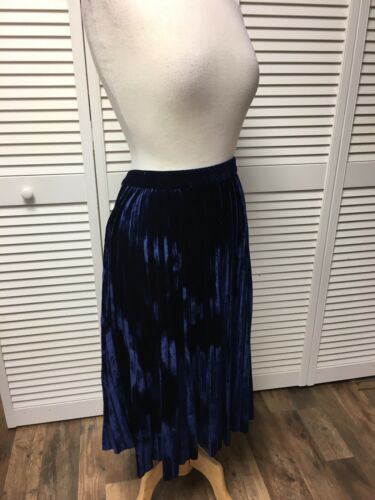 Chaps Women's Size Large Navy Blue Floor Length Skirt Pleated Velvet Feel