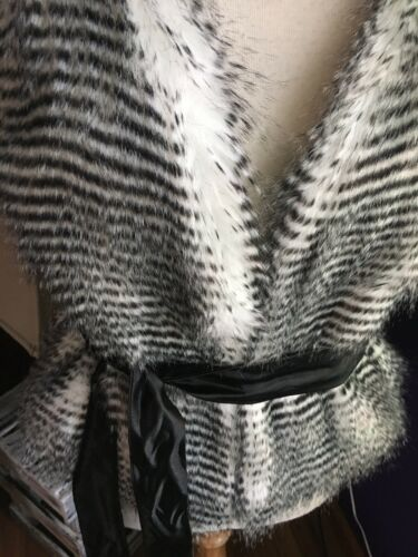 Joseph Ribkoff Women's Size 10 Black And White Stripped Fur Style Vest W/ Belt