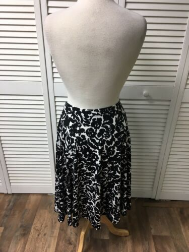 Michael Kors Women's Size Small Flowy Skirt Black And White Design