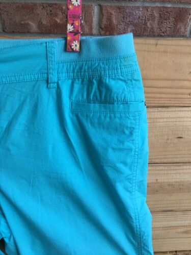 Chicos Women's Size 2.5 Blue Capri Pants With Pockets And Buttons Near Ankle