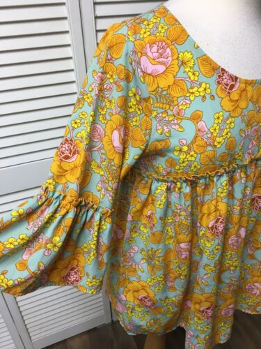Agnes & Dora Women's Size Small Multicolor Floral Blouse Bell Sleeves Silky Feel