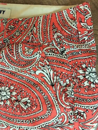 Old Navy Women's Size 4 Shorts Coral And White Color Paisley Design