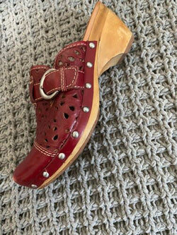 Womens Red Leather Studded Cut Out Naya Clogs Mules 7.5