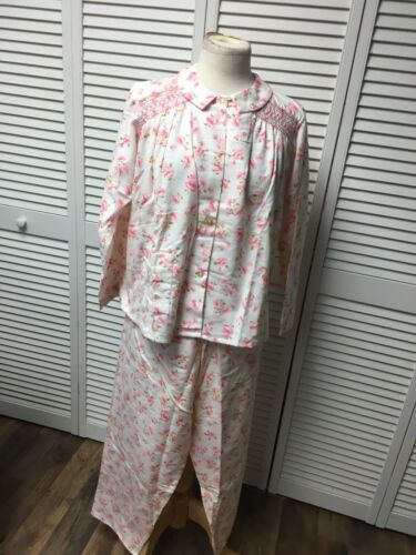 "Flannelette Pajama Two Piece Set Long Sleeves And Pants Women's Size 40"" Chest"