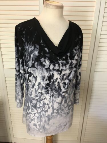 Roz & Ali Women's Size Large Black And White Patterned Blouse Scoop Neck