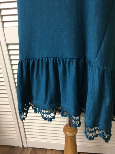 Wallflower Women's Sz M Blue Tank Top W/ Lace Around Bottom Peplum Style V-Neck