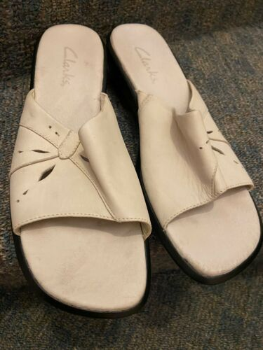 Womens Leather Clarks Taupe Sandals Flip Flops Sz 11