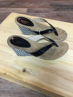 Metaphor Women's Sz US 6 Black And White Wedge Shoe Black Flip Flop Style Strap