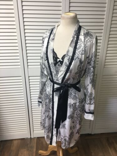 Apt. 9 Intimates Women's Size M/L Two Piece Night Gown And Robe Set Silky Feel