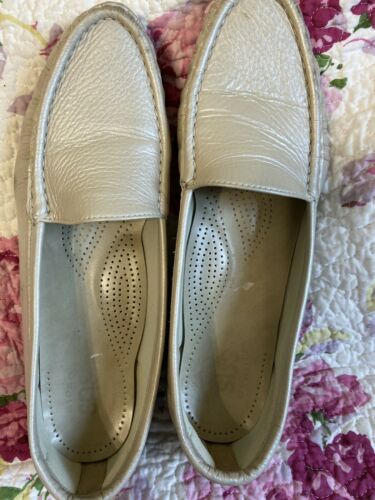 Sas Simply Lofer Womens Sz 10 Biege Off White Leather Comfort Slip On Shoe