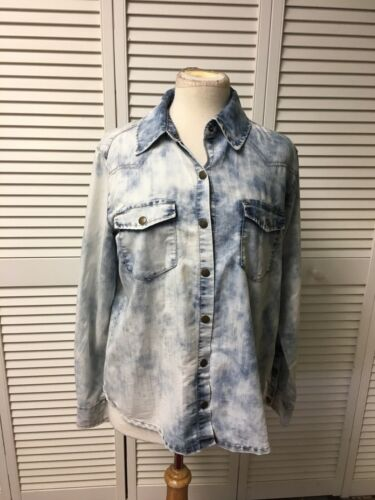 Forever 21 Women's Size Medium Long Sleeve Button-Down Blouse Blue Denim Style