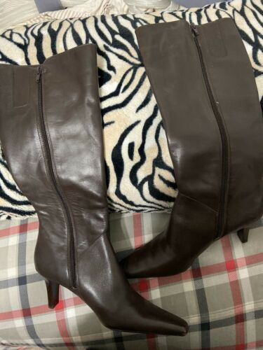 Womens Brown Knee High Pointy Toe Boots Sz 7.5
