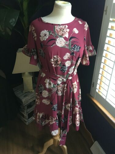 C Women's Size Medium Flowy Floral Dress Dark Pink Short Sleeve With Belt NWT