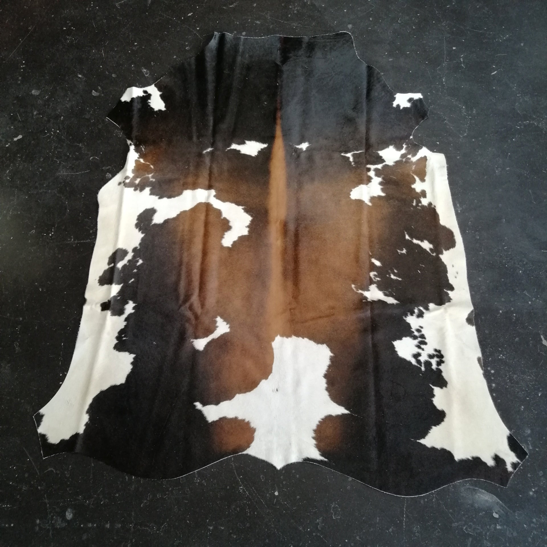 Tri-Colour Cowhide - SC20-CHTRI-03