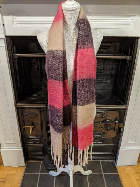 Women's checked blanket scarf