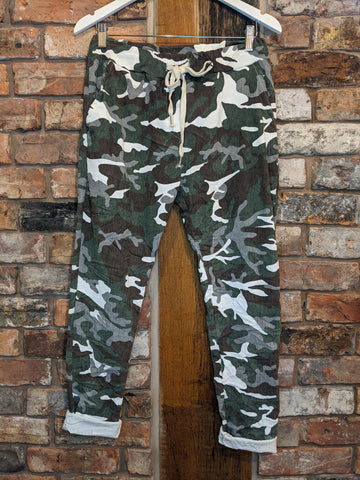 Ladies camo magic pants