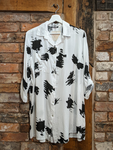 Ladies white shirt with abstract print