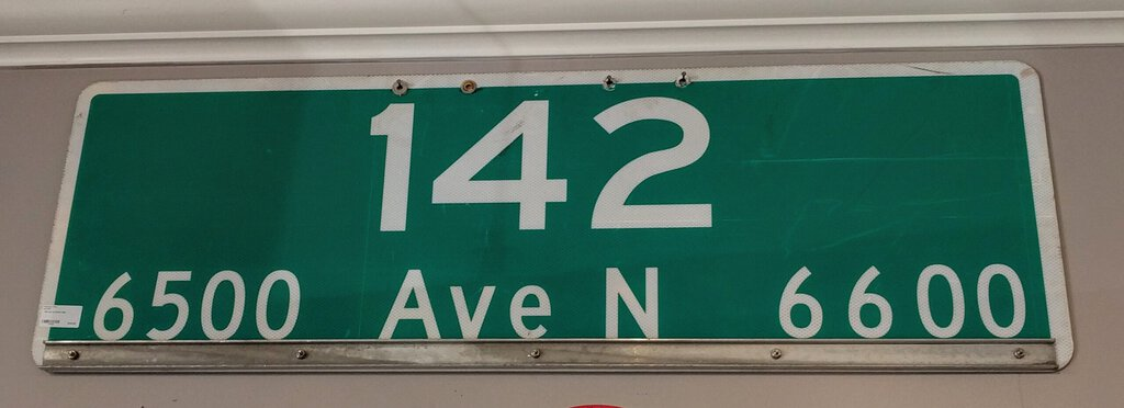 142 Ave N Street Sign