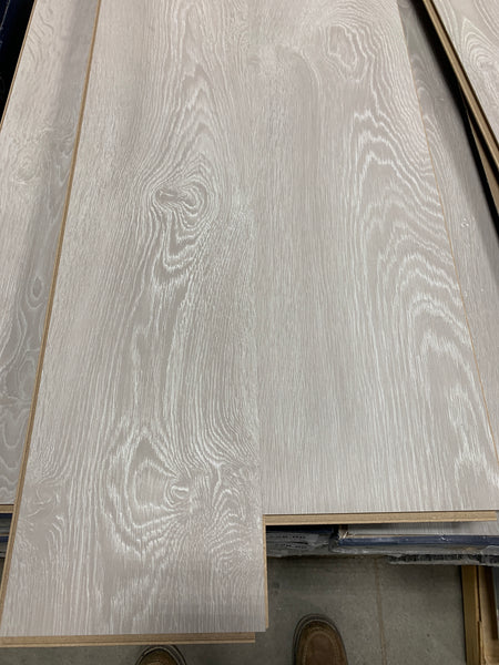 Frozen Oak Laminate - 23.27 sq ft