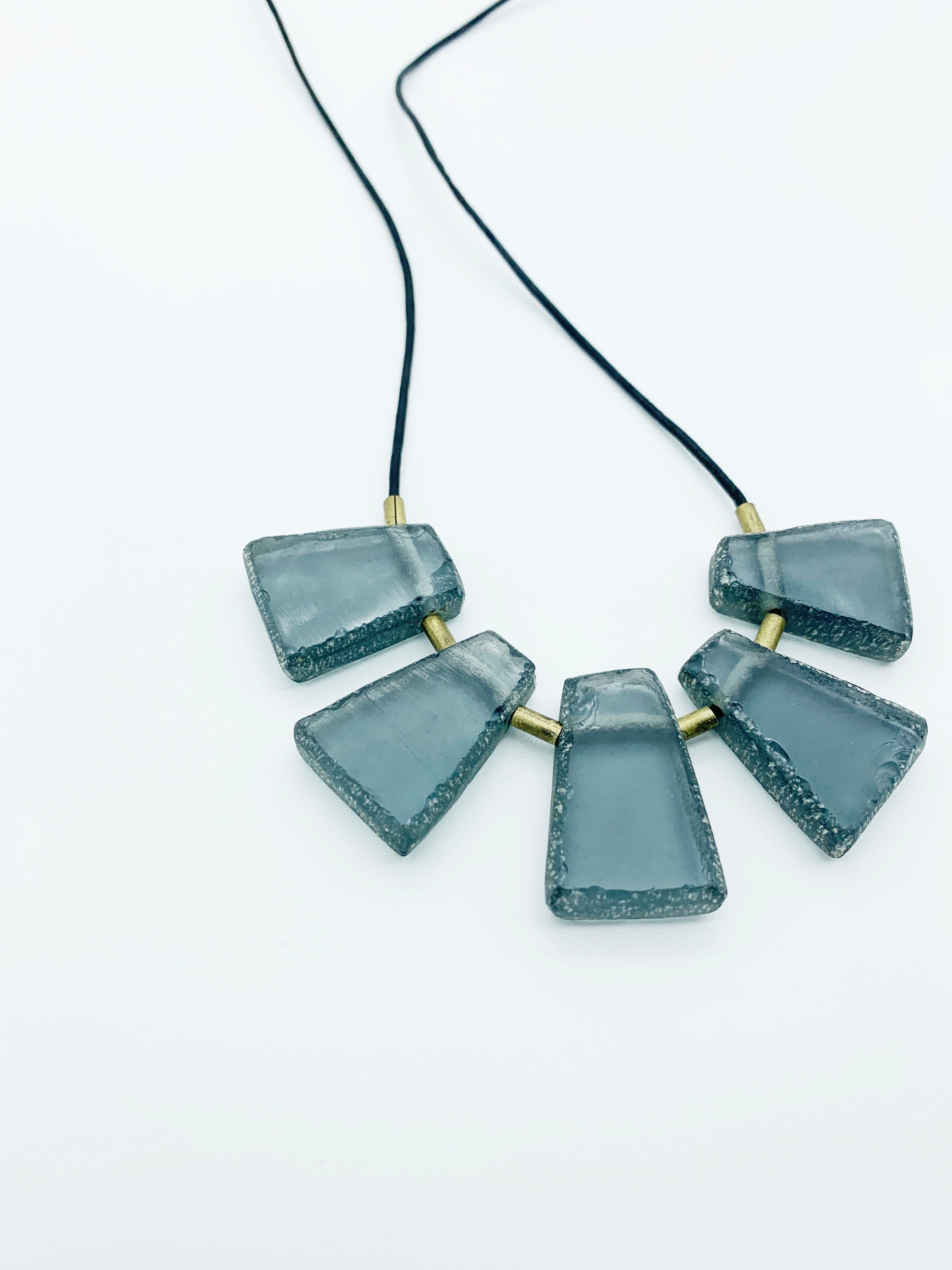 NECKLACE MATTE GREY glass