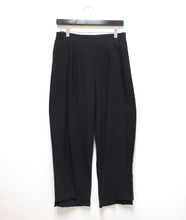 Load image into Gallery viewer, black straight leg pant with a stair hem