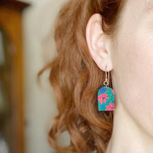 Load image into Gallery viewer, Aurora Daisy Arch Dangle Earrings