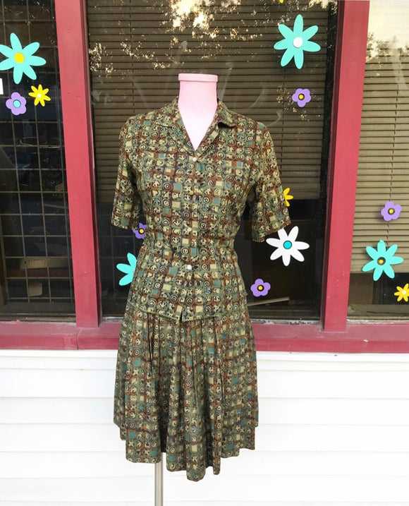 1950's Dutch Maid Green & Brown batik print 2 Pc set w/full skirt. ⁣ ⁣⁣⁣⁣⁣⁣
