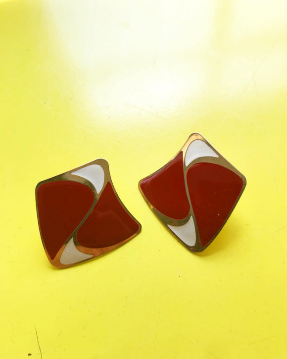1980s red and cream squiggly square pierced earrings.