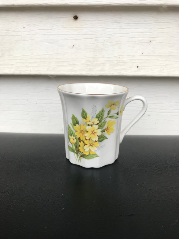 Yellow floral tea cup.⁣ ⁣⁣⁣