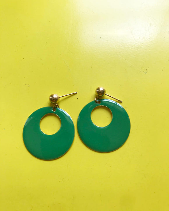 1980s green metal hoop earrings⁣