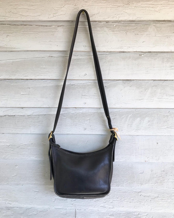 1990's Small Black coach shoulder bag.⁣
