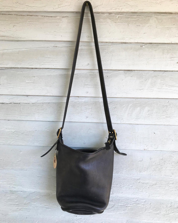 1990's Black Coach Bucket leather Bag. ⁣