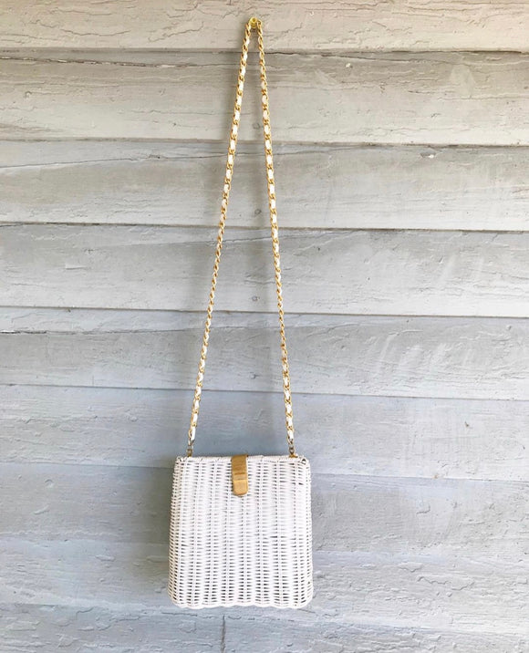 1980's White Wicker Purse w/gold chain shoulder strap.⁣ ⁣