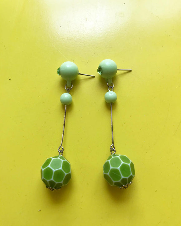 1990s green plastic bead dangle pierced earrings⁣