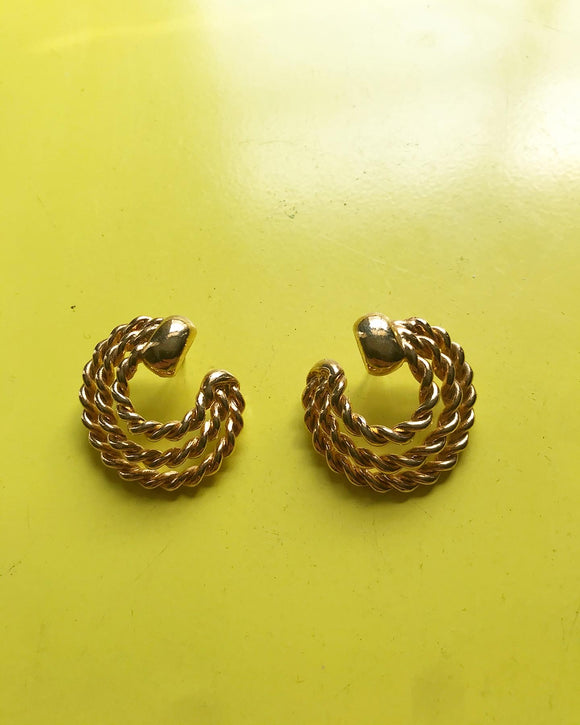 1980s gold braided swirl pierced earrings⁣